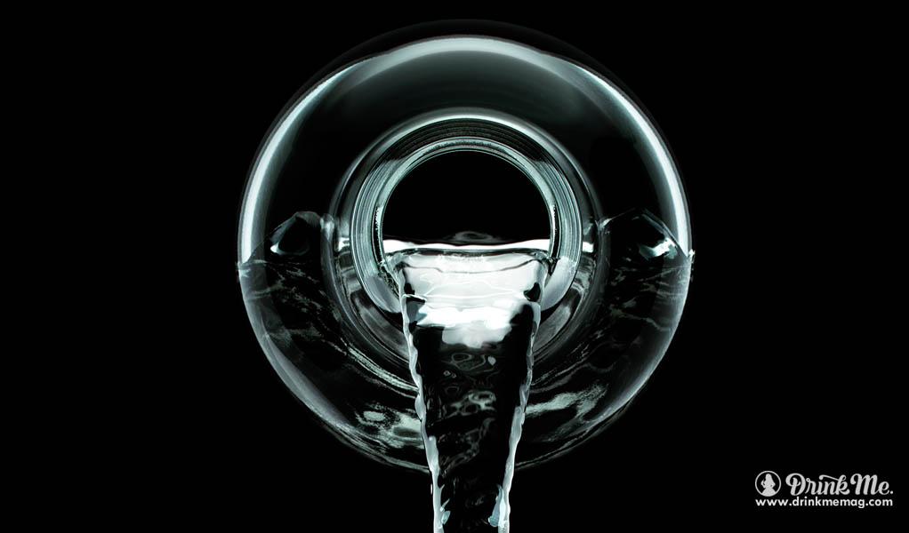 vodka-pour-drinkmemag-com-drink-me