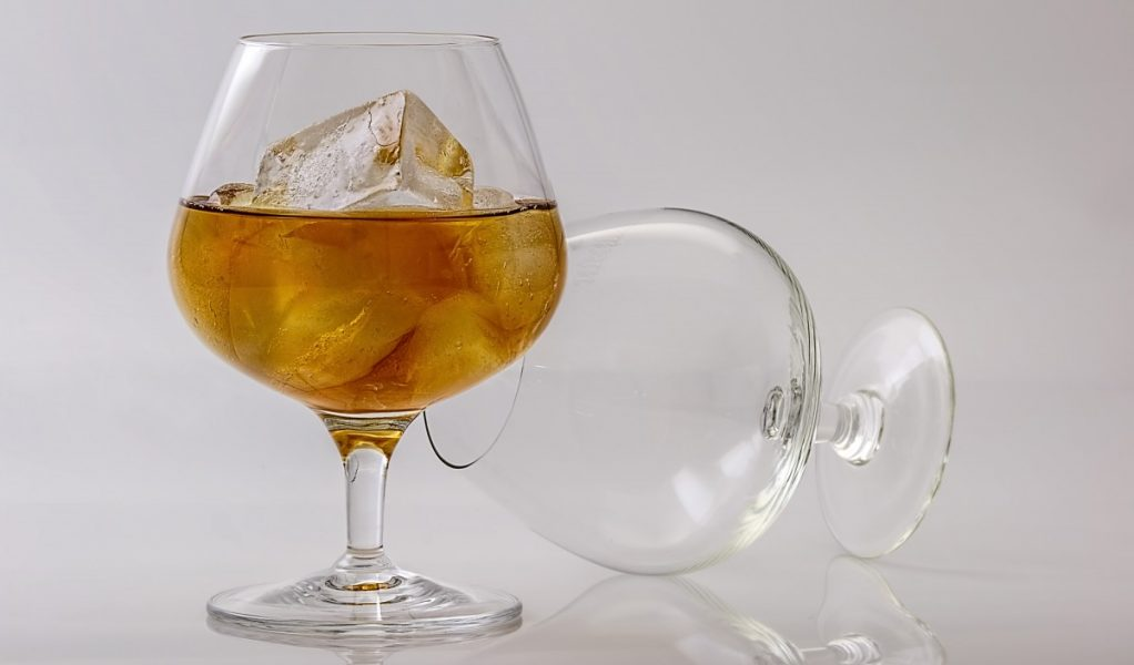 beverage_clear_close_up_cognac_glass_cold_drink_glass_ice-1067562